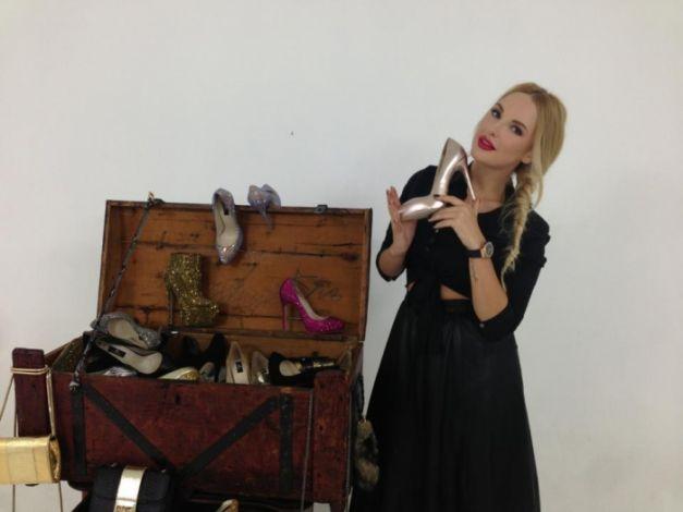 Paris Hilton poartă pantofi create de două moldovence!