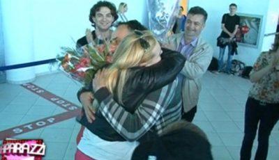 Cristina Scarlat, întâmpinată de familie și fani la aeroport!