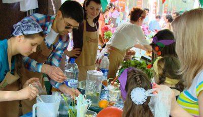 """Copiii şi părinţii au avut parte de o zi """"mai dulce""""! (Video)"""