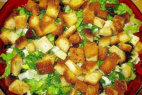 salata-verde-cu-ton-si-crutoane