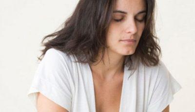 Boala care îngrașă, produce acnee și păr pe față