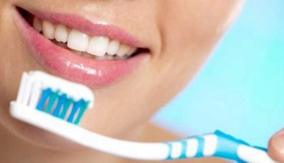 Zece milioane de bacterii pe periuţa de dinţi
