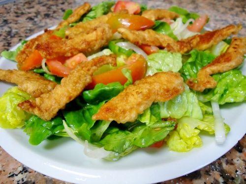 Foto: Salată cu șnițele! O bunătate
