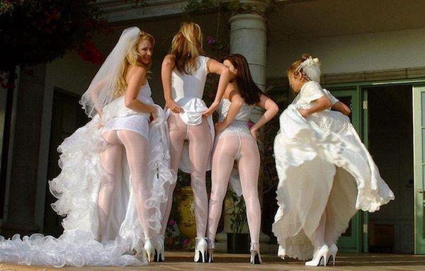 Toți le critică! O nouă modă pentru domnișoarele de onoare!
