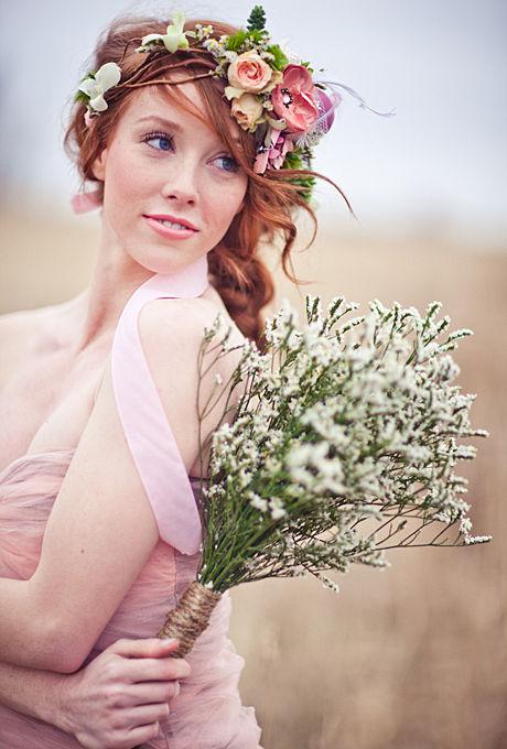Coronita-din-flori-ideala-pentru-o-nunta-de-vara