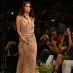 Foto: Gafă de proporții! Iubita lui Ronaldo cu rochia ruptă pe podium!