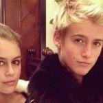 Foto: Ghici cine e mama lor? Primul indiciu: e fost supermodel!