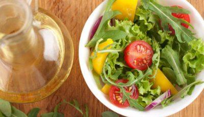 Învață să-ți prepari dressinguri pentru salate! 3 rețete perfecte