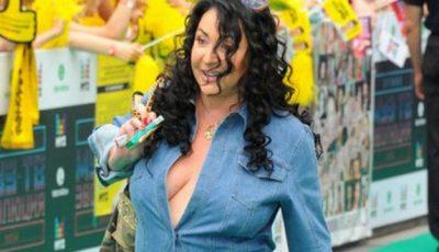 Dezastru! Lolita, în salopetă jeans și fără sutien la Premiile Muz Tv!