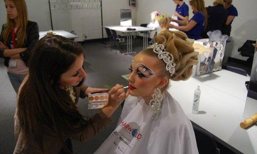 O moldoveancă a intrat în top 5 cei mai buni make-up artiști din lume!
