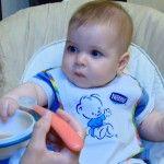Foto: Vera Terentiev și  Răzvănel testează primul terci din viața bebelușului!