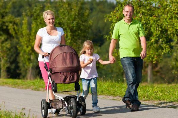 sétál-a-család-3