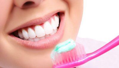 Vezi ce se întâmplă dacă îţi speli dinţii mai mult de două ori pe zi