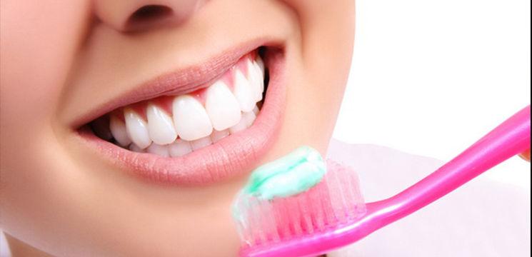 Foto: Vezi ce se întâmplă dacă îţi speli dinţii mai mult de două ori pe zi