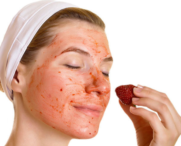 strawberry-face-mask-for-skin-brightening1-300x274