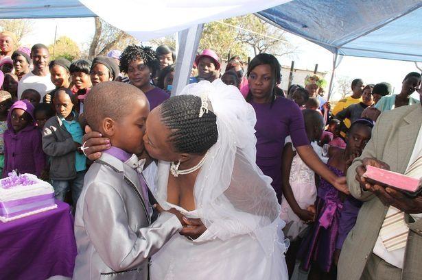Un băiat de 9 ani s-a căsătorit cu o femeie de 62 de ani!