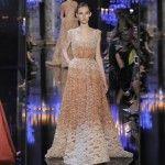 Foto: Te orbesc! Elie Saab vine cu o colecție de rochii bătute cu perle!