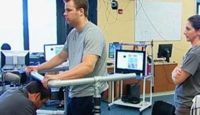 Un tânăr paralizat s-a putut mişca din nou datorită unui stimulator electric al măduvei