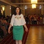 Moldovencele de rând au purtat ţinute glam la o prezentare de modă!