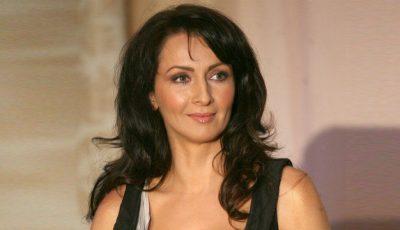 Mihaela Rădulescu, mascată în Cleopatra! Vezi cum îi șade cu breton și părul scurt.