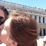 Foto: Adrian Ursu alături de soția lui se scaldă în miere pe străzile din Italia!