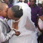 Foto: Un băiat de 9 ani s-a căsătorit cu o femeie de 62 de ani!