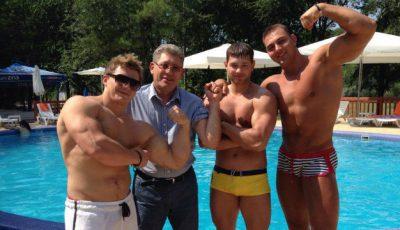 Mihai Ghimpu și-a arătat mușchii la piscină!