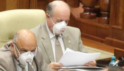 Deputați cu măști la ședința parlamentară!