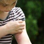 Foto: Cum protejăm copiii de înţepăturile de ţânţari