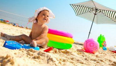 Cum protejezi copilul de efectele nocive ale soarelui. Sfaturi de la medicii pediatri