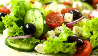 Proteine bune pentru salate mai sățioase! Din ce alimente le iei