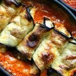 Foto: Rulouri de vinete cu brânză în sos de roșii
