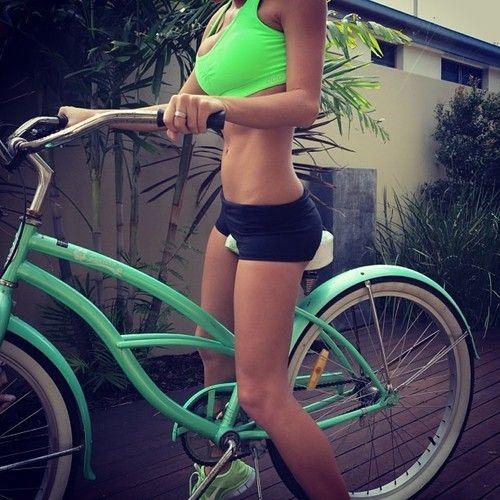 Ciclismul arde 700 de calorii pe oră. Merită să încerci!