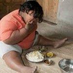 Foto: La 9 ani cântăreşte 92 de kilograme. Vezi care este meniul pentru o săptămână!