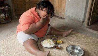 La 9 ani cântăreşte 92 de kilograme. Vezi care este meniul pentru o săptămână!