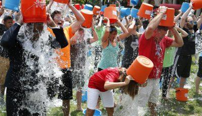 Și-au turnat apă în cap și au adunat peste 30 mln dolari!
