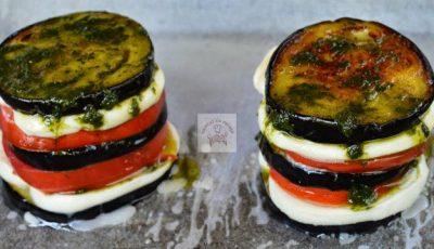 Turnulețe din vinete cu roșii și mozzarella