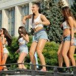 Foto: De Ziua Independenței, picioare goale și dansuri senzuale!
