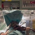 Foto: O violonistă a cântat Mozart în timpul intervenției chirurgicale pe creier. Video