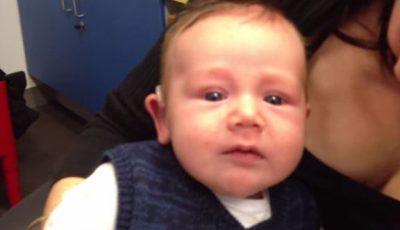 Prima reacţie a unui copil născut surd la auzul vocii mamei lui!