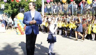 Igor Cuciuc și-a dus fiica în clasa 1 într-un liceu de fițe!