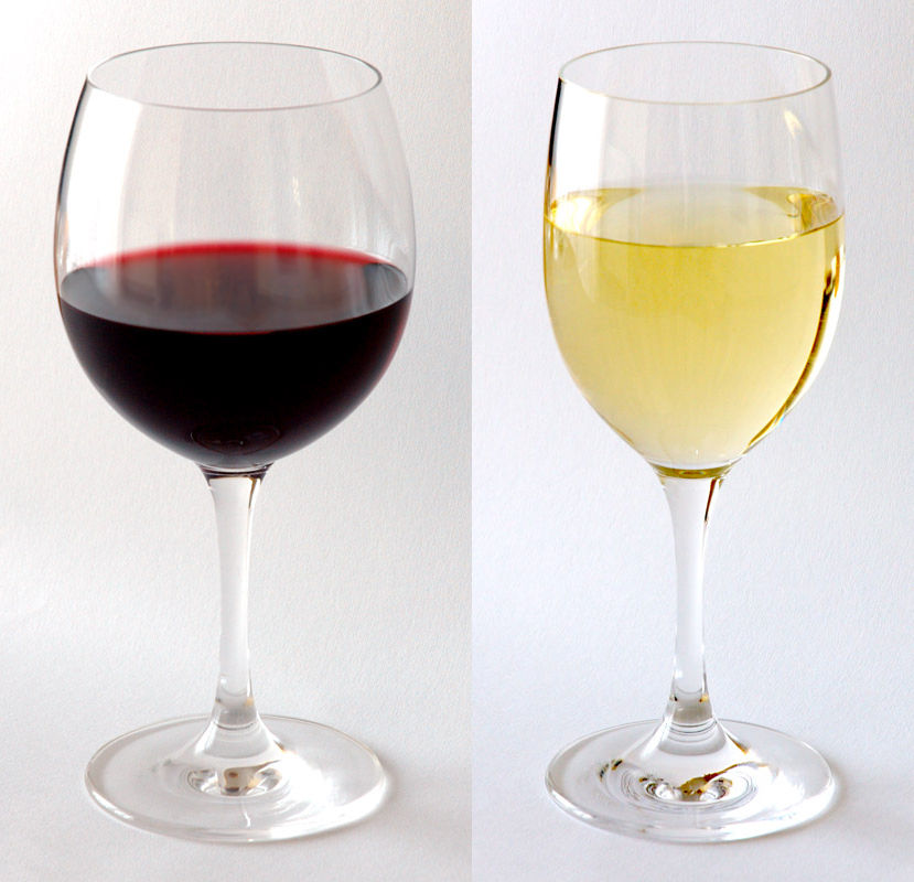 Red_and_white_wine_in_glass
