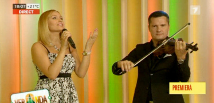 Foto: Ascultă aici. Ce-i cântă Cornelia Ștefăneț fetiței ei!