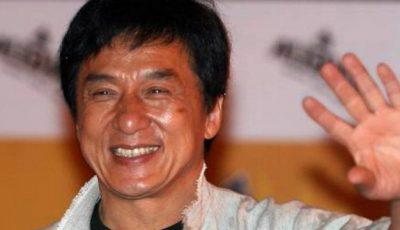 Jackie Chan, în ie tradițională. Află unde va purta actorul această ținută!