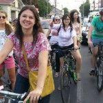"""Foto: """"Fetele pe biciclete"""" au pedalat 6 km pe străzile capitalei pentru o cauză nobilă!"""