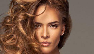 Trucuri ca să ţii sub control părul ondulat