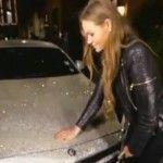 Foto: O moldoveancă şi-a încrustat maşina cu cristale Swarovski