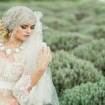 Modele de rochii şi accesorii de mireasă lucrate manual
