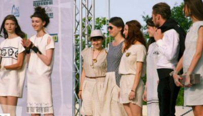 """Câștigătoarele concursului """"Mândria"""" riscă să nu ajungă la Oxford Fashion Week"""