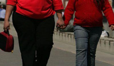 Părinţii copiilor cu exces în greutate, cel mai adesea, îi privesc ca ,,sănătoşi''!